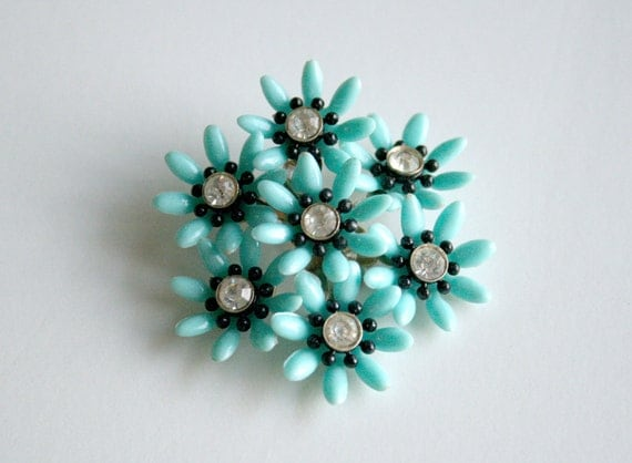 Mod Turquoise Daisy Pin - Floral Pastel Jewelry