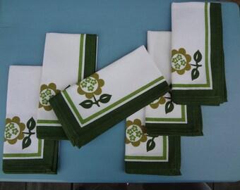 Vintage Linen Table Napkins with a Retro Flair