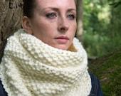 Chunky Knit Cream Infinity Loop Winter Scarf - Meringue