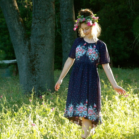 S A L E....... 70s Bohemian Dress... Floral Folk Dress... Boho Dress... BOUQUETS (m)