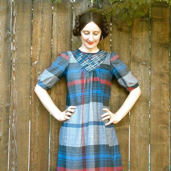 Vintage Plaid Dress...Lattice Neckline... INDIAN SUMMER PICNIC (m)