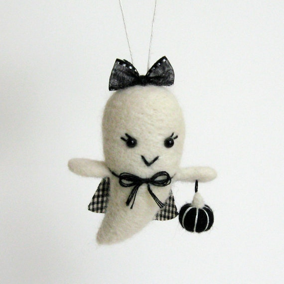 Halloween ornament : Fuzz boo ghost girl - black pumpkin and black plaid cape