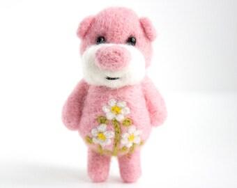 Pink pocket bear with daisies