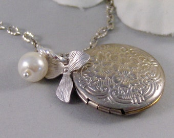 Simple Blossom,Locket,Silver,Locket,Blossom,Flower,Girl,Baby,Pearl,Antique. Handmade jewelery by Valleygirldesigns.