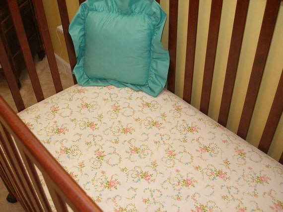 Sweet Floral Vintage Fitted Crib Sheet
