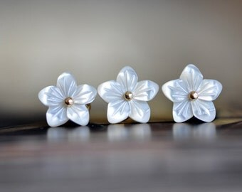 White Mother of Pearl Shell Flower Beads 10mm -V1055 / 10Pcs