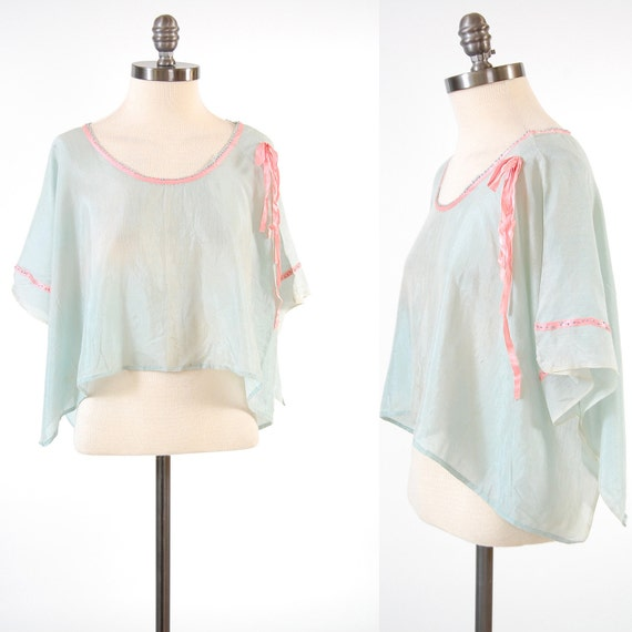 Vintage 1920s pale blue Cropped blouse / Boxy and draped Flapper top
