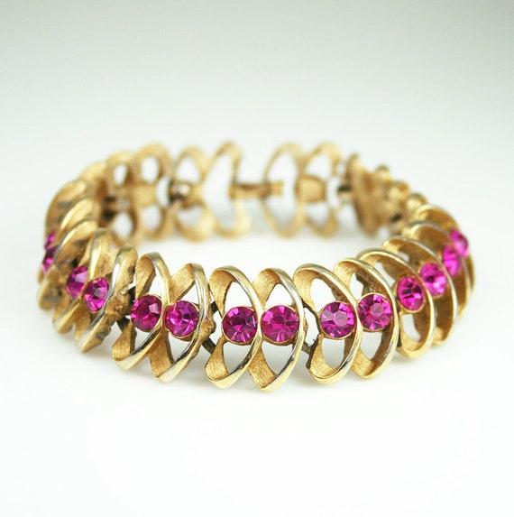 Vintage Trifari Mod Hot Pink Rhinestone Gold Tone Link Bracelet