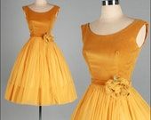 Vintage 1950s Dress . Gold Velvet . Chiffon . Full Skirt . XS/S . 2421