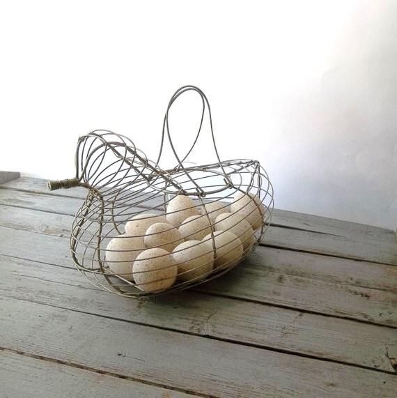 Vintage Wire Chicken BAsket . Farmhouse Rustic.  Metal  Wire basket. Urban chic. Storage.