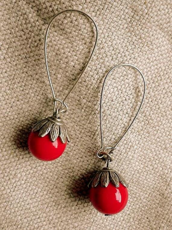 Victorian Groove Deep Red Glass Flower Dangle Earrings