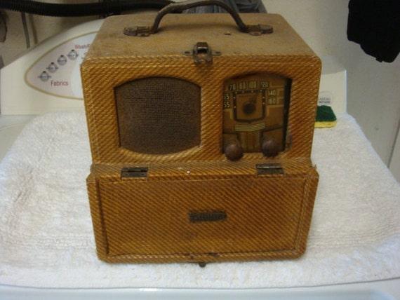 Vintage 1940s Sentinel Portable Radio