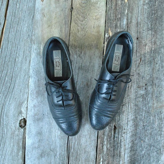 Wing Tip Oxfords Wom Sz 7 1/2  // Black Oxfords Size 7.5   //  FOX TROTTERS