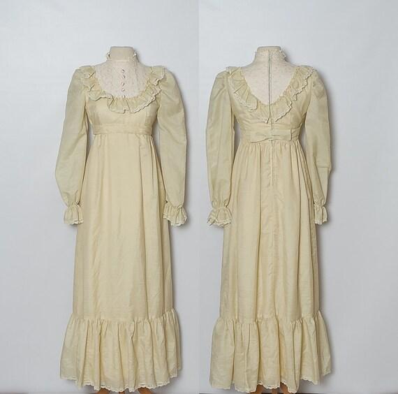 vintage 1970s cream wedding dress