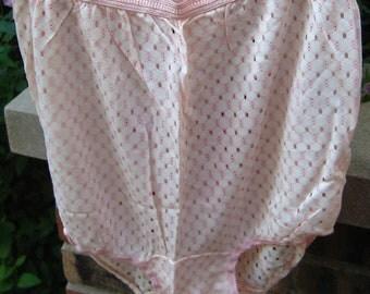 Fun Vintage NWOT Pink N White Vent Holes Granny Panties size M
