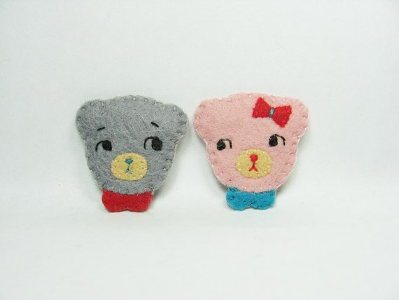Tiny bears in love felt pins