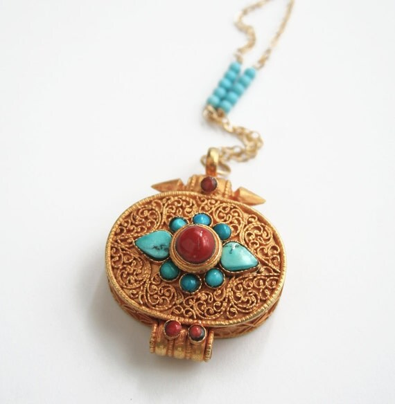 Gold Pendant Necklace, Gold Locket, Indian Jewelry