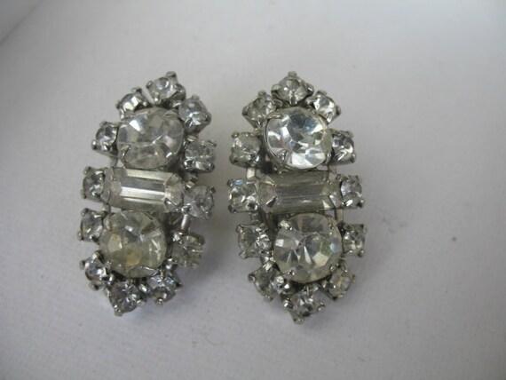 Vintage Rhinestone Earrings........Clip On.........Crystal Rhinestones............