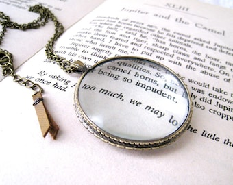 Magnifying Glass Necklace. miniature magnifying in long chain. vintage style necklace