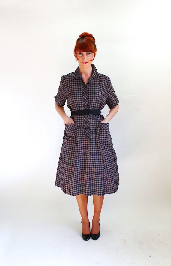 Sale - Vintage 1950s Balck Brown Check Gingham Shirt Dress. Mad Men Fashion. Office Fashion. Fall Fashion. Day Dress. Size Large