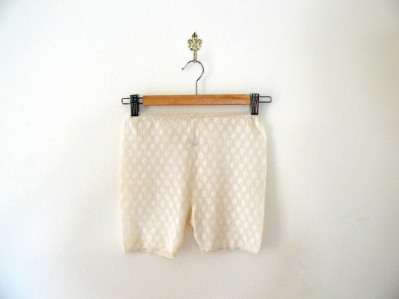 Vintage 1970s white stretchy lace bloomers. french knickers. lingerie