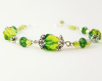 Green Glass Beaded Bracelet  /  Emerald Green  / Woodland  / Nature Jewelry
