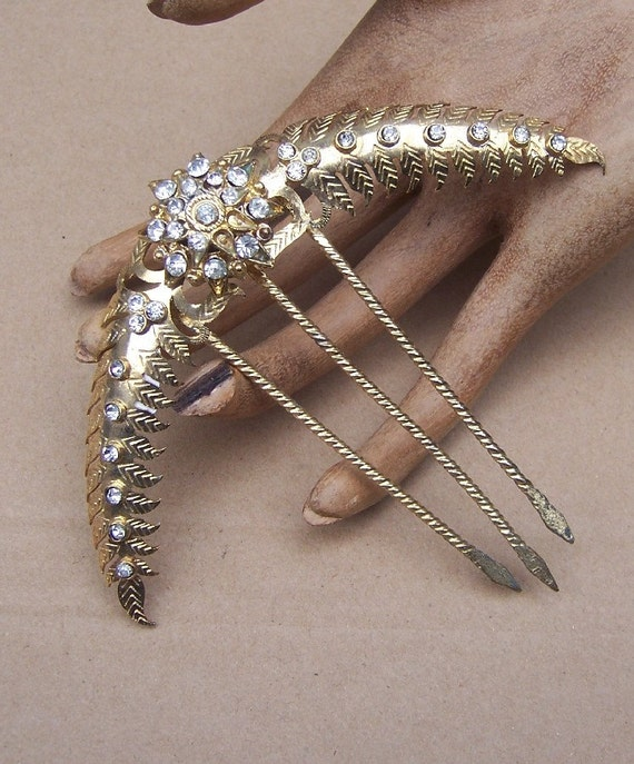 Vintage hair comb Anglo Indian gold tone rhinestone hair accessory (AAX)
