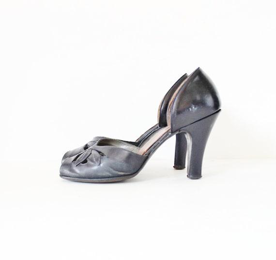 Vintage 30s 40s Navy Blue ART DECO Style Heels - Women 7 7.5 - Leaf Design Peep Toe