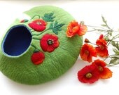 Cat house/Cat bed/Cat cave/Cat vessel with poppy flower decoration
