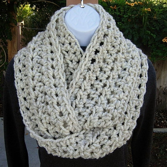 INFINITY LOOP SCARF..Off-White Wheat with Black ..Bulky Soft Wool/Acrylic..Crochet Knit Winter Circle Cowl..Ready to Ship in 3 Days