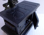 SALE - Cooking with magick - VINTAGE - Miniature Cast Iron Stove - perfect size for the wee folks.