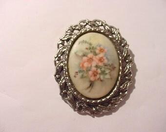 Vintage Hand Painted Porcelain Brooch  Or Pendant   12 - 402