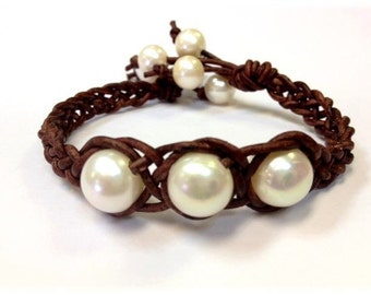 Freshwater Pearl and Leather Bracelet - GeawJai