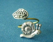 silver snail ring with a leaf open warp style, adjustable ring, animal ring, silver ring, statement ring