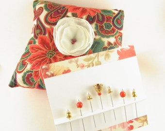 SALE Christmas Pattern Pincushion and Decorated Pins Set