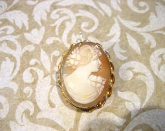 Vintage 12K G.F. Oval  Carved Shell Cameo Pendant Brooch