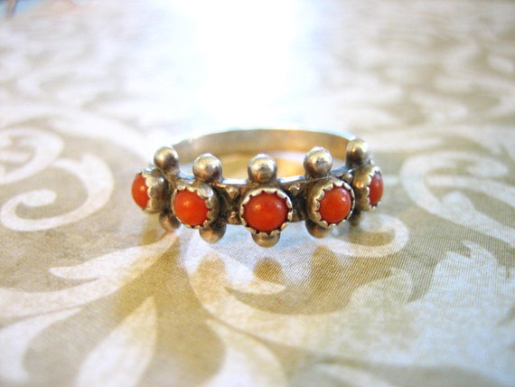 Vintage Sterling Silver Band Ring w 5 Petit Point Coral Stones