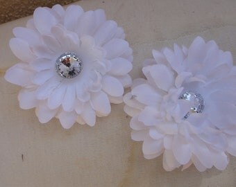 Holiday Sale 1.99 Dollars items Cute   flower  with back  clip white color  1 pieces listing