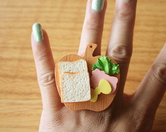 Kitty shape cold cut meat cheese and bread sandwich ring