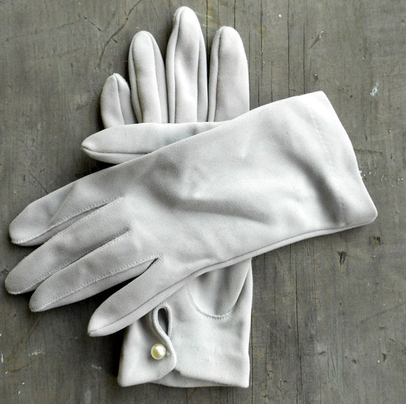 Vintage dove gray gloves with pearl clasp, Hansen size 6 1/2 Nylasoft Suede Washable Short glove pair