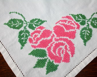 Vintage Tea Cloth Luncheon Tablecloth Embroidered Roses 32 x 32