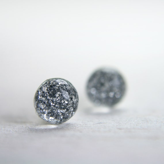 tiny globe in sparkly silver - 5mm - silver glitter dot stud earrings jewelry