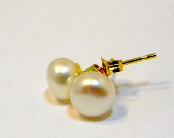Beautiful REAL Cultured Freshwater White Pearl Studs
