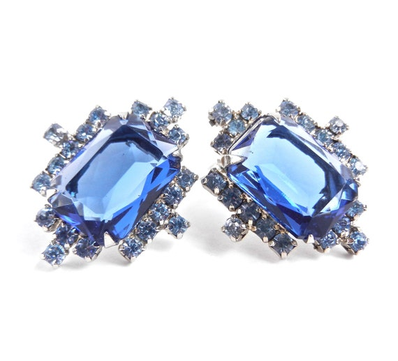 Vintage Blue Stone Clip On Earrings -  Glass Rhinestone Costume Jewelry / Ocean Sparkle