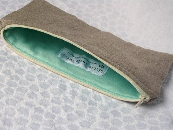 Zippered pencil case in linen and mint
