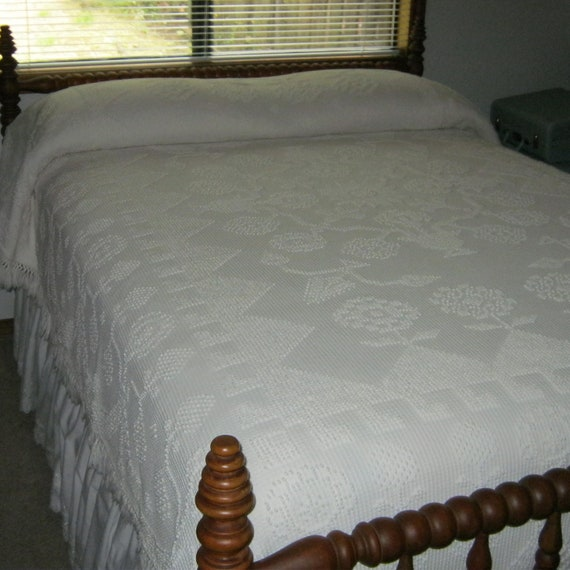 """SALE - Bates Ivory Bedspread 80"""" x 111"""" Made in USA"""