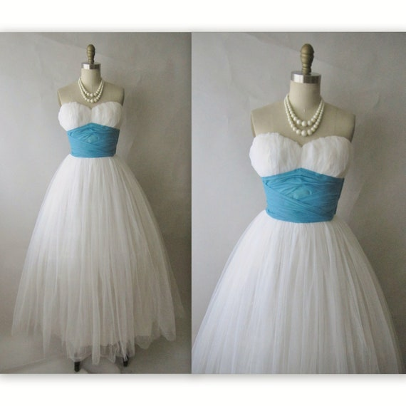 50's Wedding Dress // Vintage 1950's White Tulle Chiffon Strapless Wedding Dress Gown XS S
