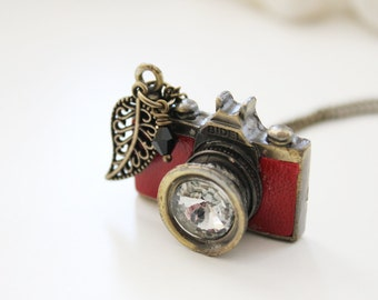 Be a Photographer. Vintage Red Camera Necklace (VNL-47)