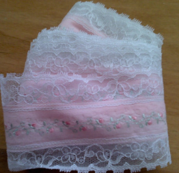 Flat White Lace Pink Fabric Center Embroidered Flowers 6 Yards by 3 1/4  Inches  Wide L0445