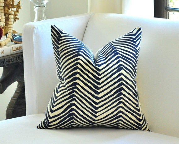 "20""sq. Quadrille ZIG ZAG pillow cover in Navy on tint"